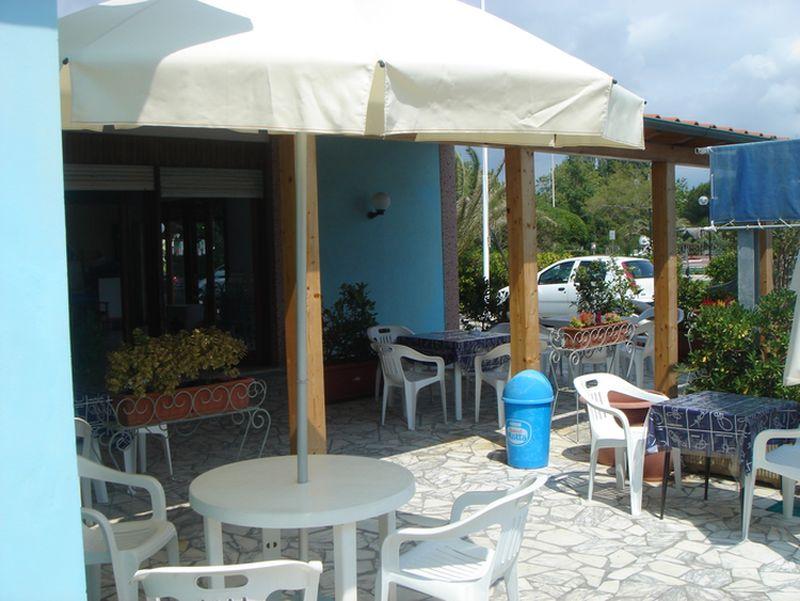 Il bar offre un servizio continuato dalle 9 00 alle 20 00 - Webcam bagno paradiso ...